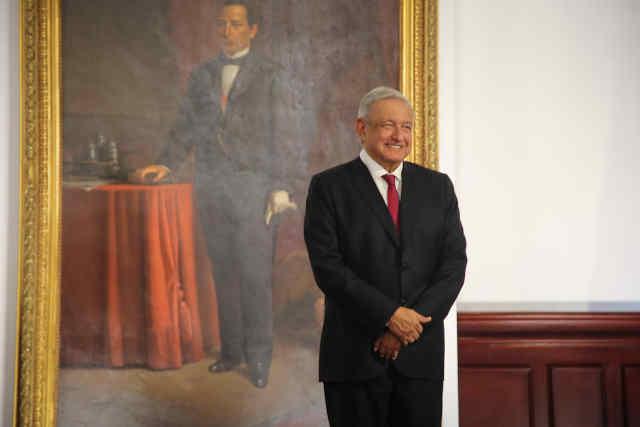 AMLO presume datos económicos en su tercer informe presidencial