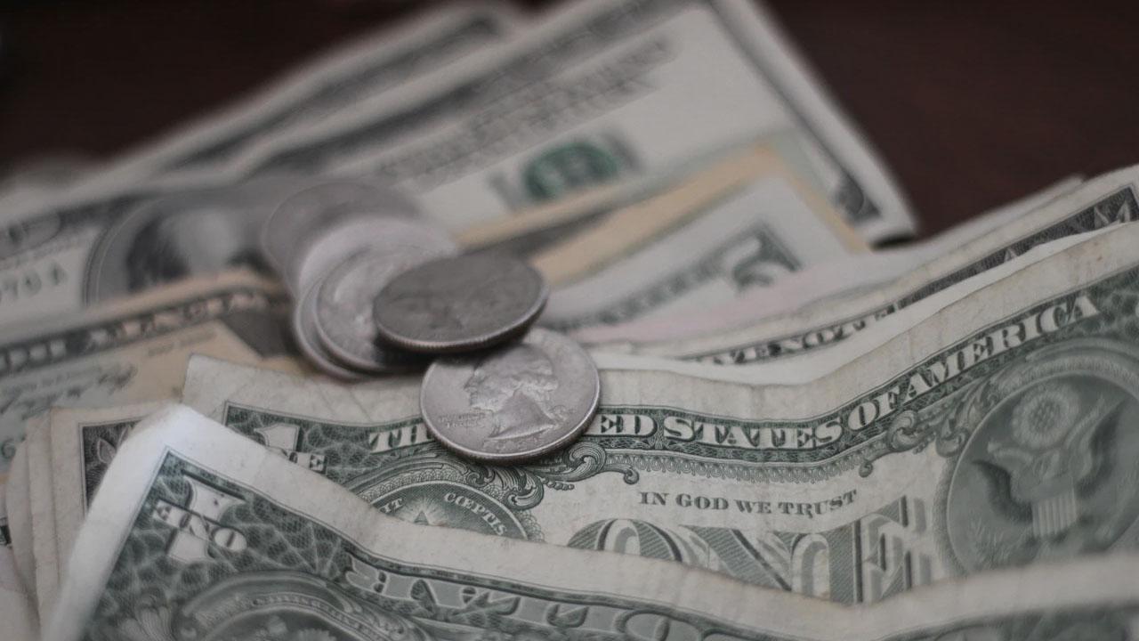 La cotización dólar ajusta su precio