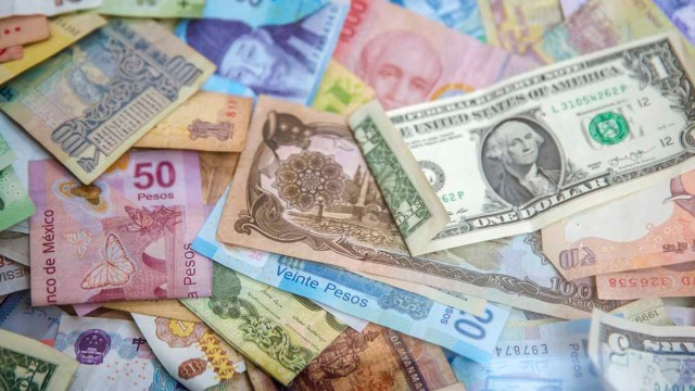 El precio del dólar disminuye
