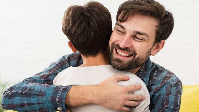 Así puedes hacer que tu hijo tenga una buena relación con el dinero