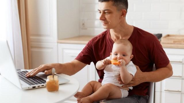 Buscan ampliar la licencia por paternidad a 31 días