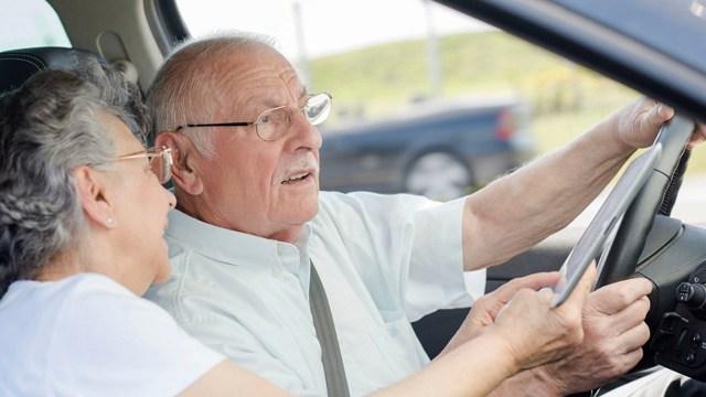 Adultos mayores pueden manejar libremente