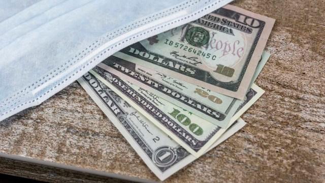 El dólar sube hasta los 21 pesos