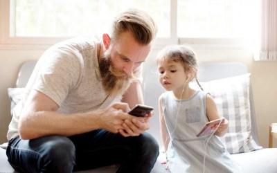 Jeśli pytasz jaki smartfon kupić dziecku, to najwyższy czas zmienić pytanie