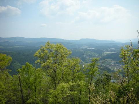 顕徳坊尊からは、日田・玖珠を望む絶景が見れます。