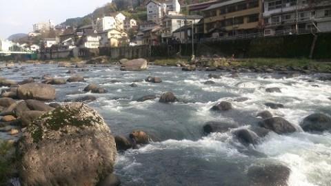 天ヶ瀬温泉街の真ん中を流れる玖珠川