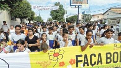 Photo of AURORA: Alunos fazem caminhada contra o abuso de crianças e adolescentes