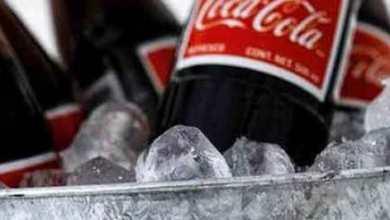 Foto de MPCE multa fábrica da Coca-Cola por larvas encontradas em garrafa de vidro