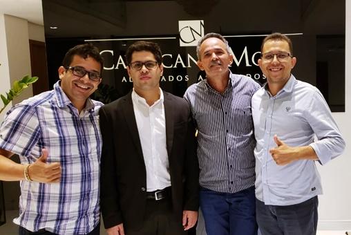 Da direita para a esquerda da tela: Moisés Filho (ex-secretario de esporte), o advogado Raphael Mota e os vereadores Beto Mitrado e Ubelardo Moura   Foto: reprodução rede social