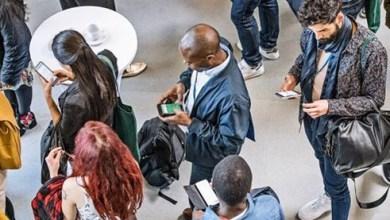 Photo of Uso constante de smartphones está mudando o esqueleto humano; alterações são mais comuns em jovens
