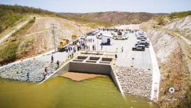 Foto de Jati-Ce: Comportas do reservatório são abertas e águas da transposição são liberadas em direção ao Castanhão