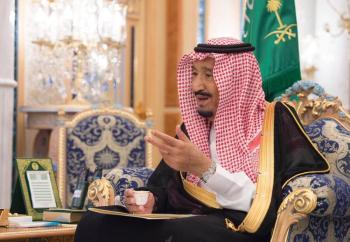 خادم الحرمين يمنح وسام الملك عبدالعزيز من الدرجة الأولى للطالبين جاسر وذيب اللذين استشهدا غرقاً في أمريكا