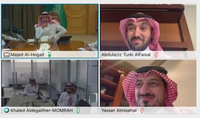 الفيصل يناقش تطوير الملاعب وساحات الأحياء مع وزير البلدية والإسكان – أخبار السعودية