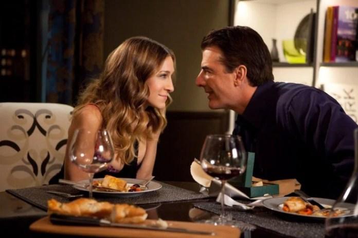 Escena de la película sex and the city carrie and mr. big cenando