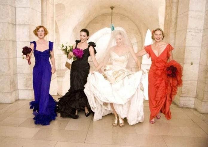 Carrie bradshaw junto a sus amigas el día de su boda con mr. big