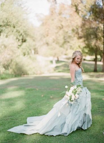 Resultado de imagen de vestidos de novia en color gris