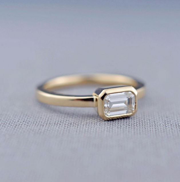 anillo minimalista piedra cuadrada
