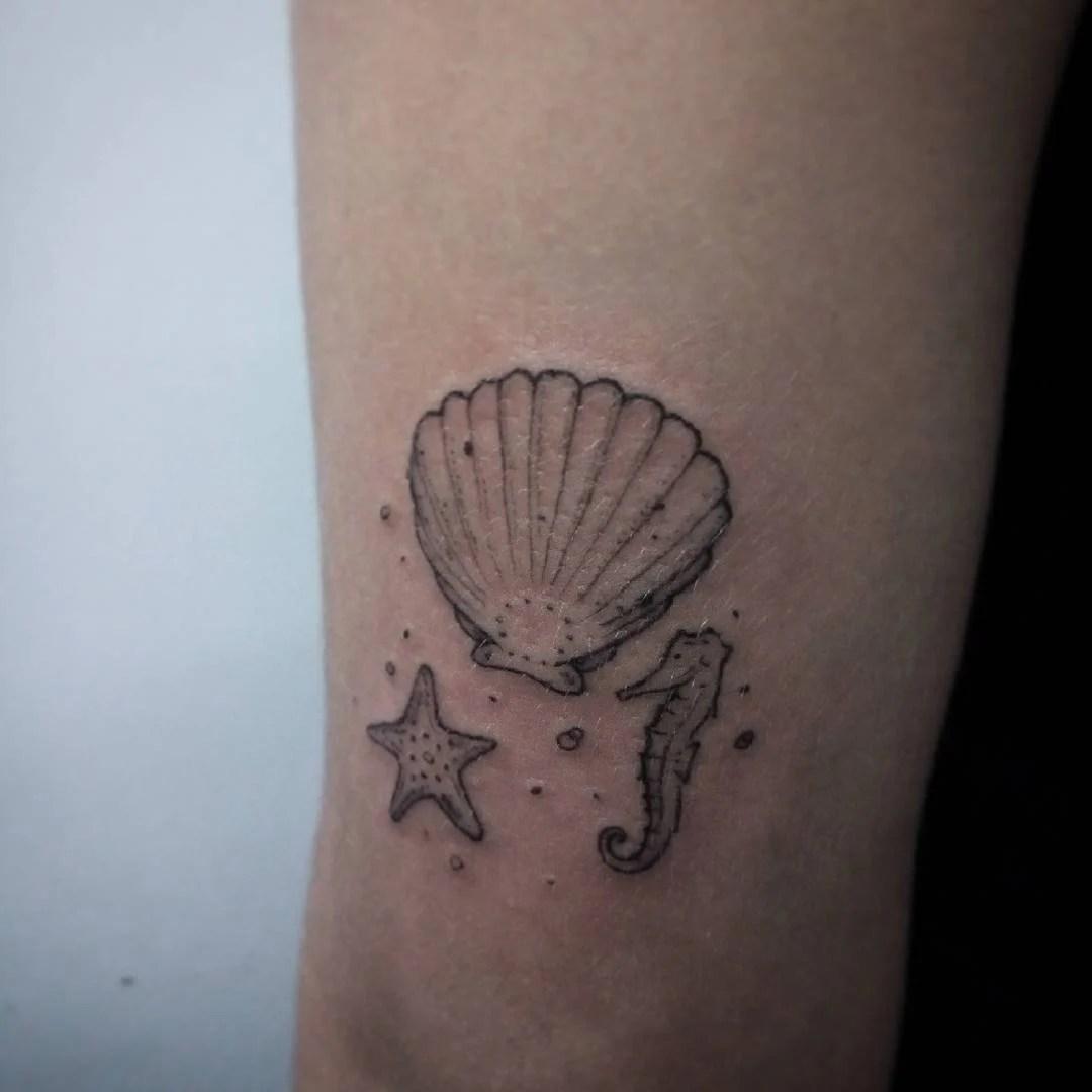 25 tatuajes pequeos y bonitos para mujeres que aman el mar