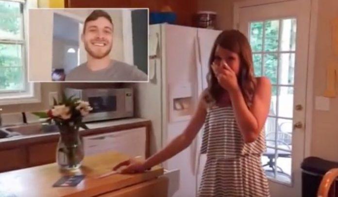 Foto de la reacción de ella cuando supo la noticia.