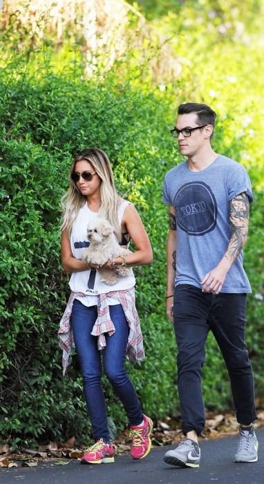 pareja saliendo a pasear