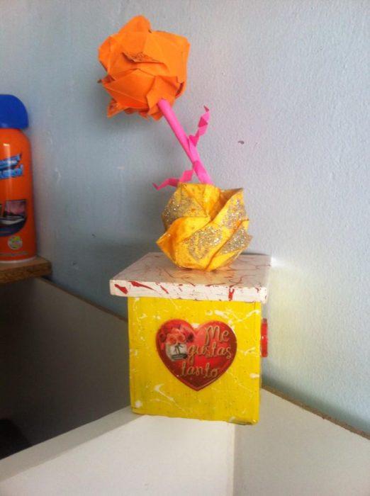 Rosa hecha de papel