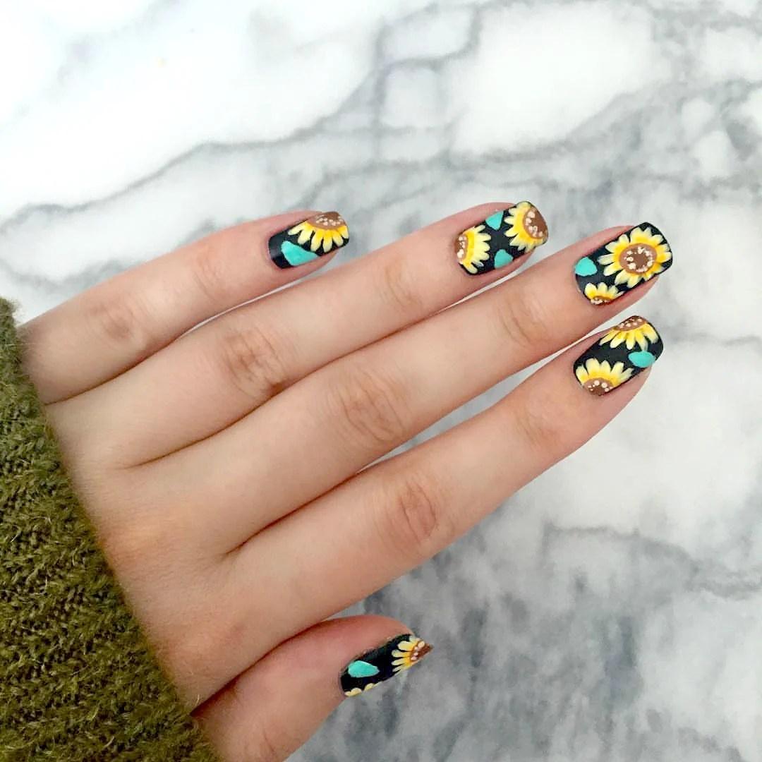 Uñas Acrilicas De Moda Color Mostaza Decorados De Uñas