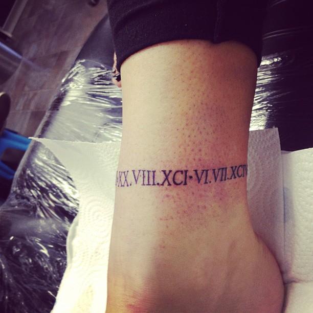 15 Estilos De Tatuajes En Los Tobillos Que Te Encantarán
