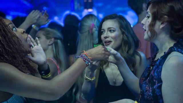 Película Ibiza, grupo de amigas divirtiéndose en el antro