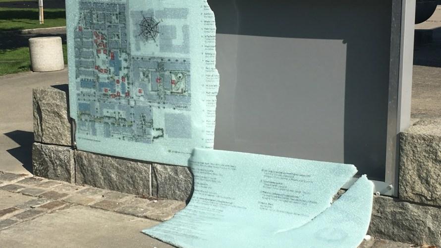 Det er trist at noen har knust informasjonstavlen i Lørenparken. Tavlen ga god informasjon over de flotte skulpturene i Lørenparken. Akkurat når det skjedde vet jeg ikke, men det ser […]
