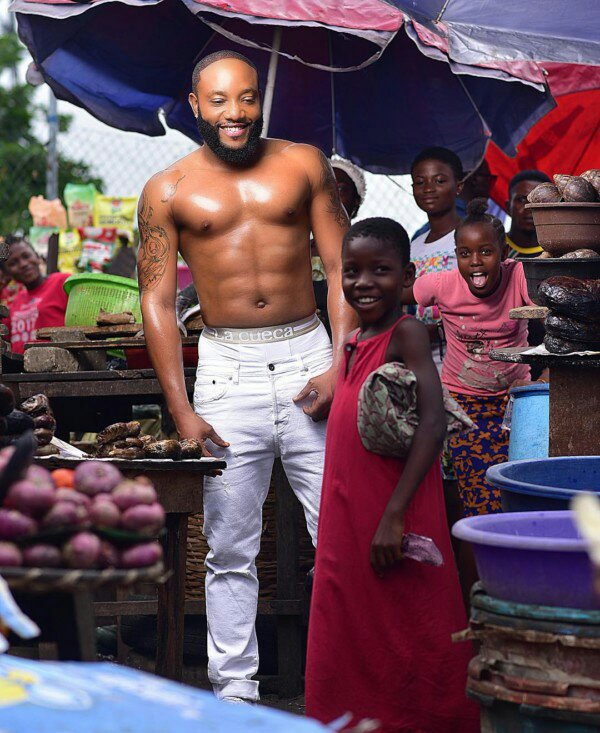 Kcee goes Shirtless In New Photos