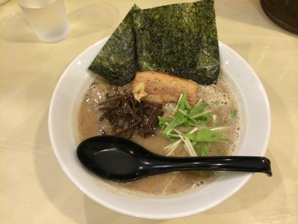 魚介豚骨ラーメン中太麺 700円