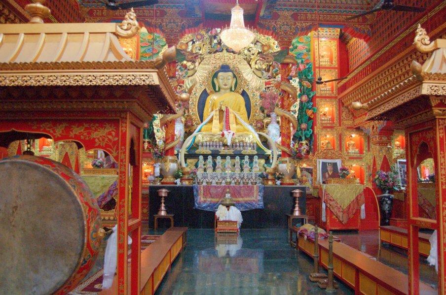 Buddha_statue_inside_a_Tibetan_Buddhist_temple,_Sarnath