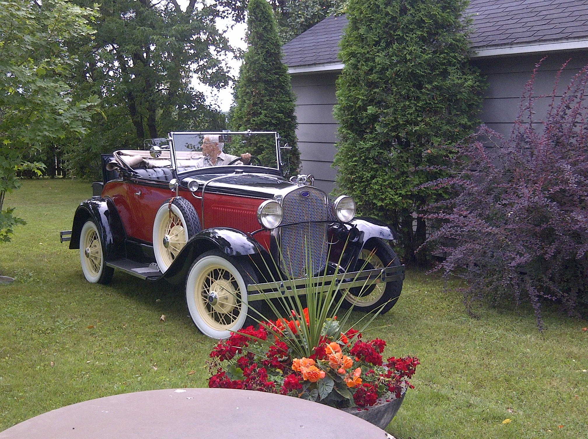 5-1930-Ford-Model-A-Roadster-convertible