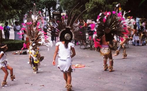 Danses indiennes devant le musée