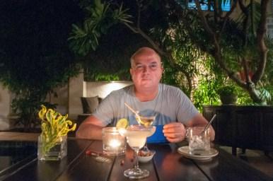 Laurent devant son cocktaïl