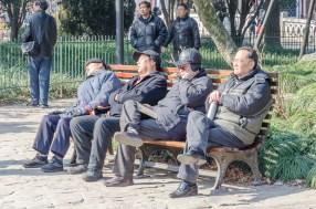 Parc Lu Xun Les anciens ne semblent pas fascinés par le show des ados