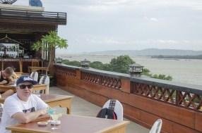 Vue de l'hôtel dominant l'Irawadee