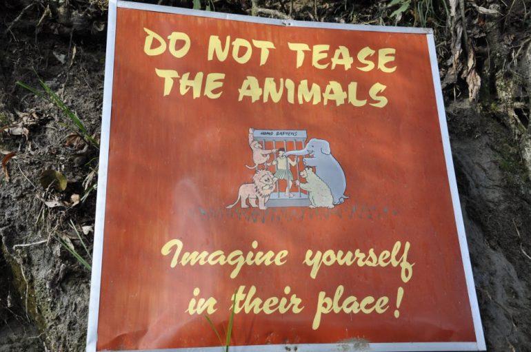 Pancarte à l'entrée du zoo