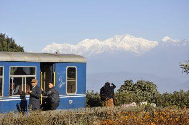 Au loin, le Khangchendzonga