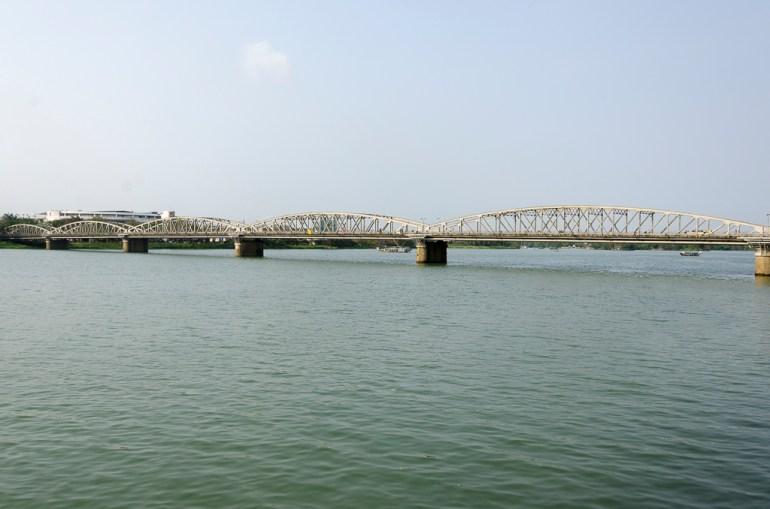 Pont sur la rivière des parfums