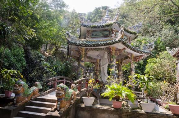 temple en haut de la colline de marbre