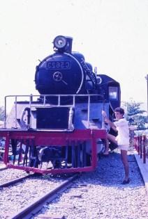 locomotive près du pont