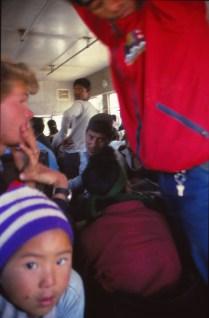 tassés dans le bus