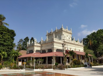 U Na Auk monastery, près de Mawlamyaïne