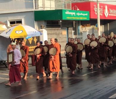 Procession pour leThingyan (nouvel an)