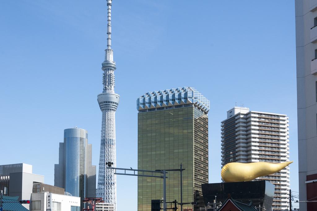 Tokyo Asakusa flamme d'or et Skytree tower