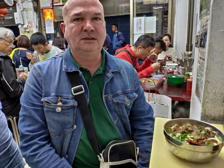"""Taipei: super noodle soup dans un """"boui-boui"""" derrière notre hotel"""