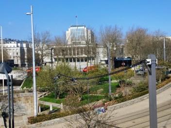 Les malades parisiens sont transférés dans les hôpitaux brestois. Émouvant cortège d'ambulance :
