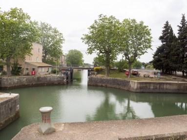 Agde: écluses 3 directions, à la sortie de la ville