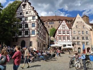 Nuremberg château (au loin)
